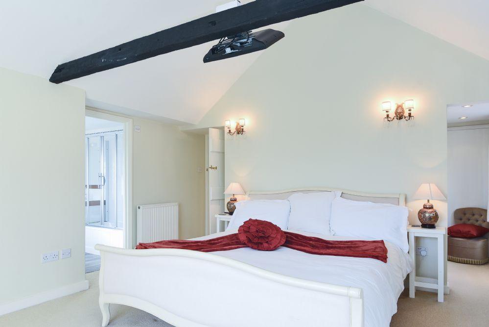 Estcourt House 5 bedrooms   Bedroom 1
