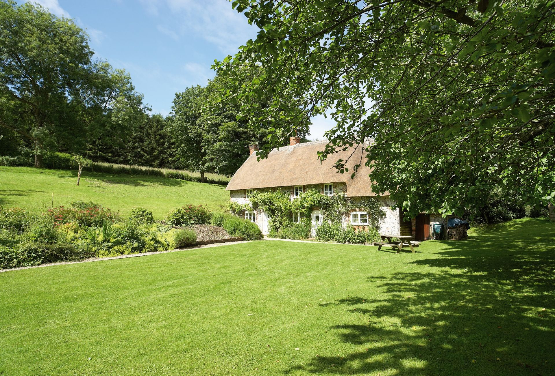 Magna Cottage, a 300 year old detached thatched, flint property