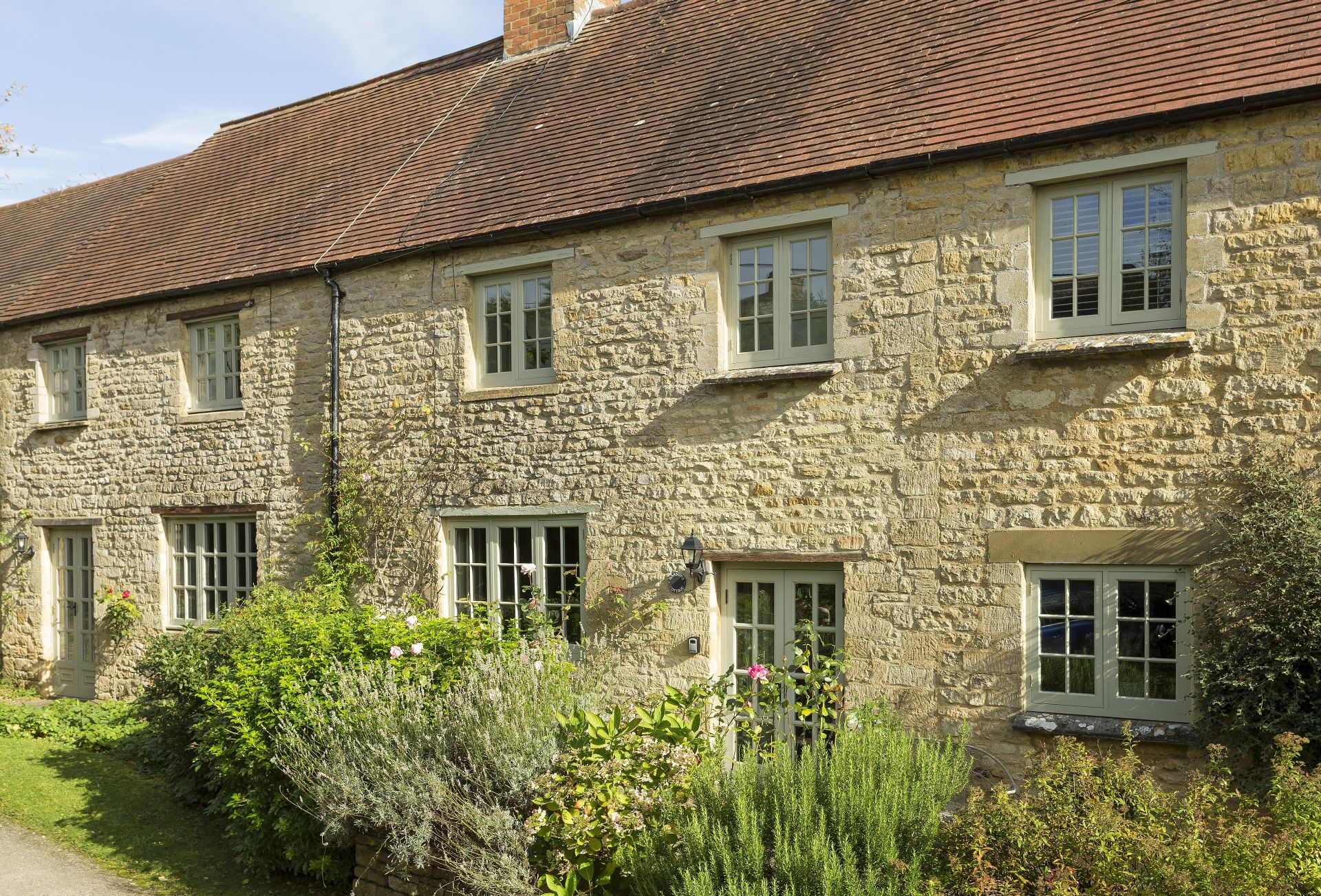 Garsons Cottage is nestled down in a quiet country lane in the conservation village of Idbury in the Cotswolds Hills