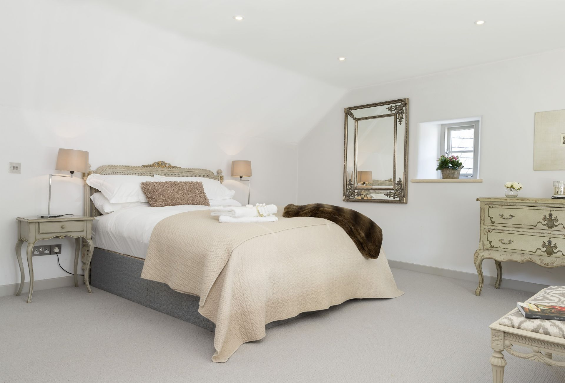 Master bedroom with 5' double bed