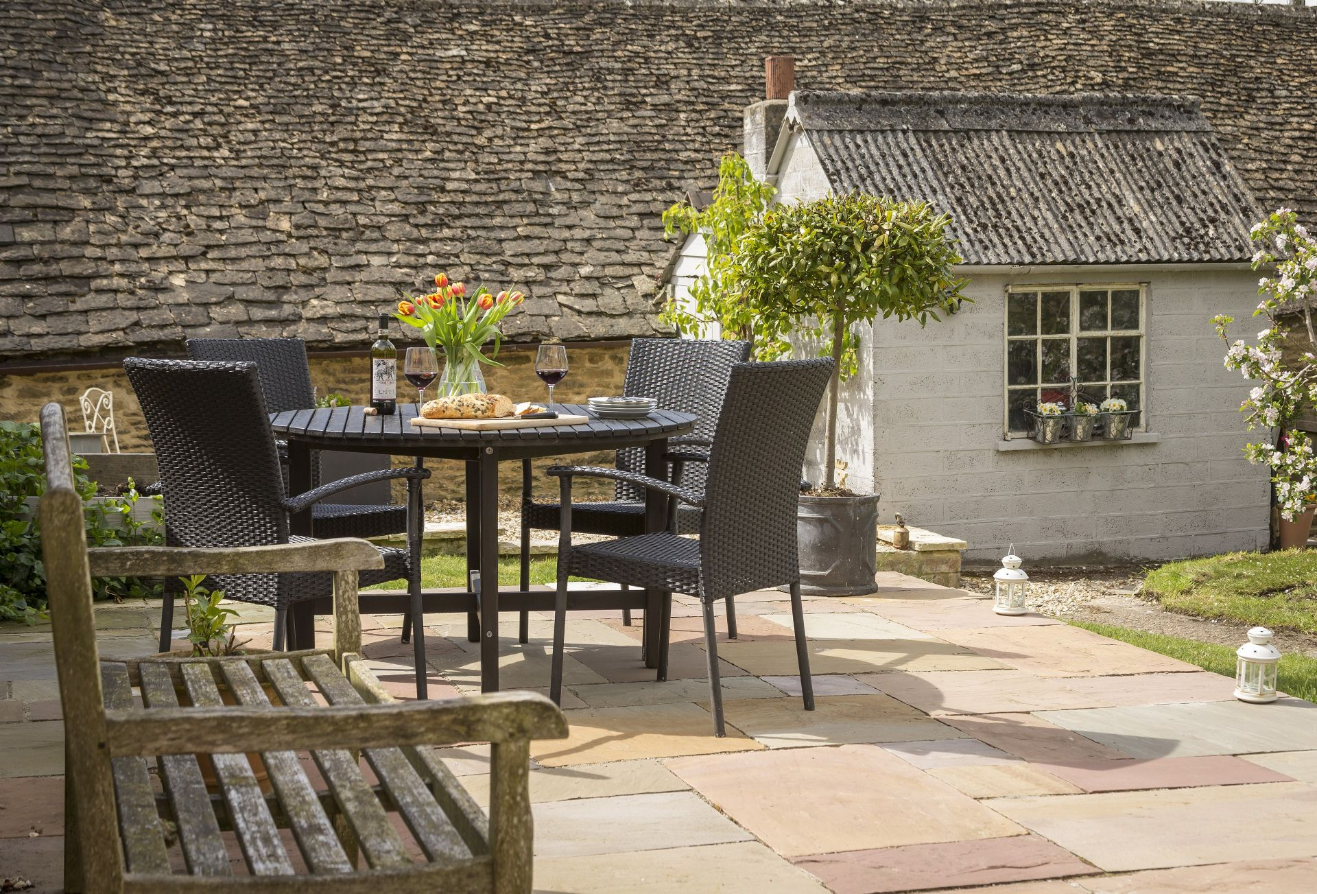 Mole End Cottage has a pretty patio for outdoor dining