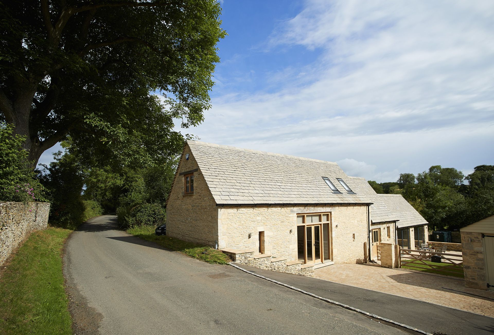 Rosebank Barn is set in rolling countryside on the edge of the enchanting village of Ablington, close to Bibury, in the Cotswolds Area of Outstanding Natural Beauty