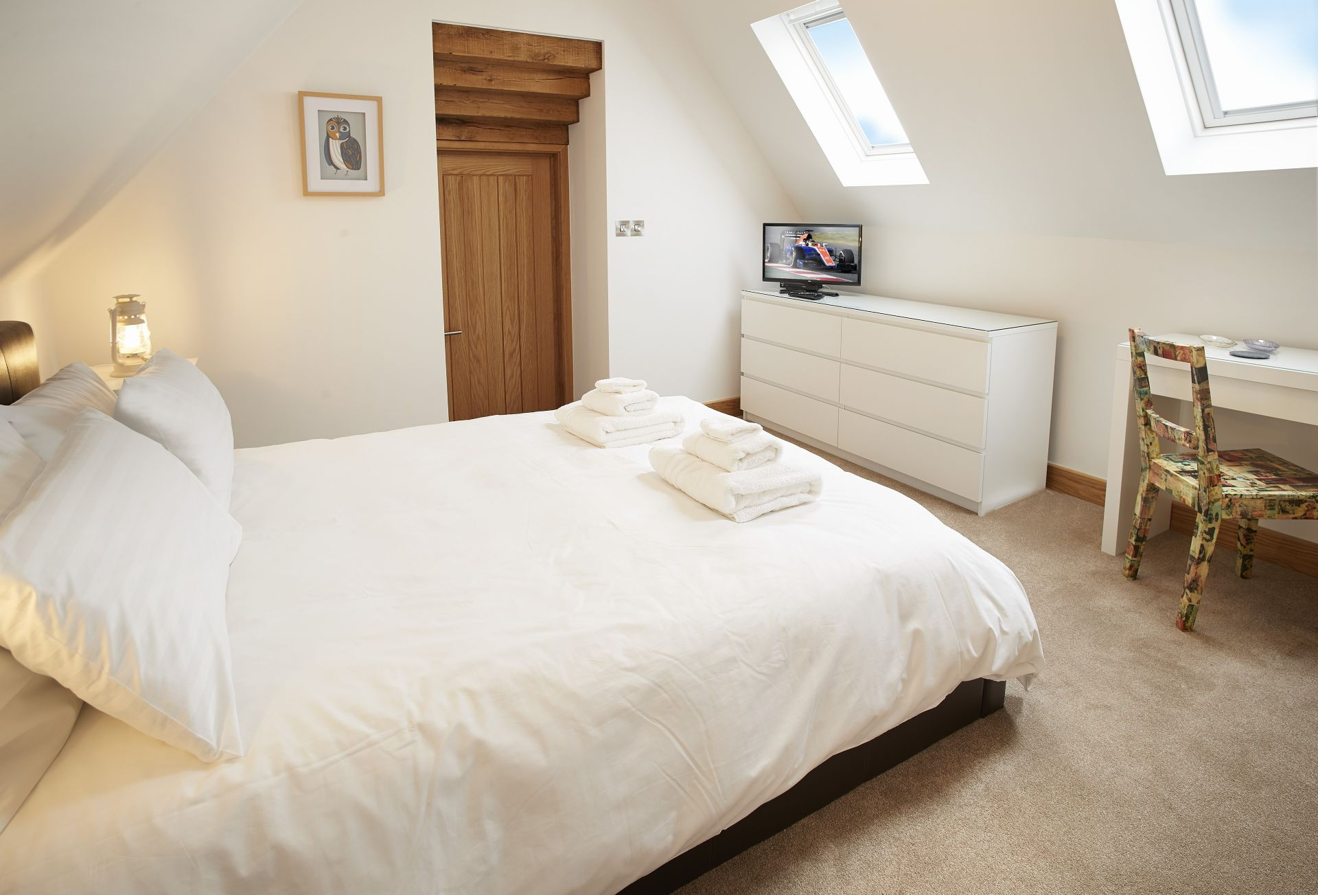 First floor: Master bedroom with 5' king-size bed and en-suite bathroom