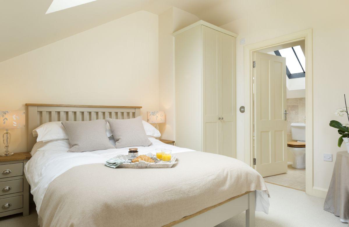 First floor: Bedroom with 4'6 double bed and en-suite bathroom