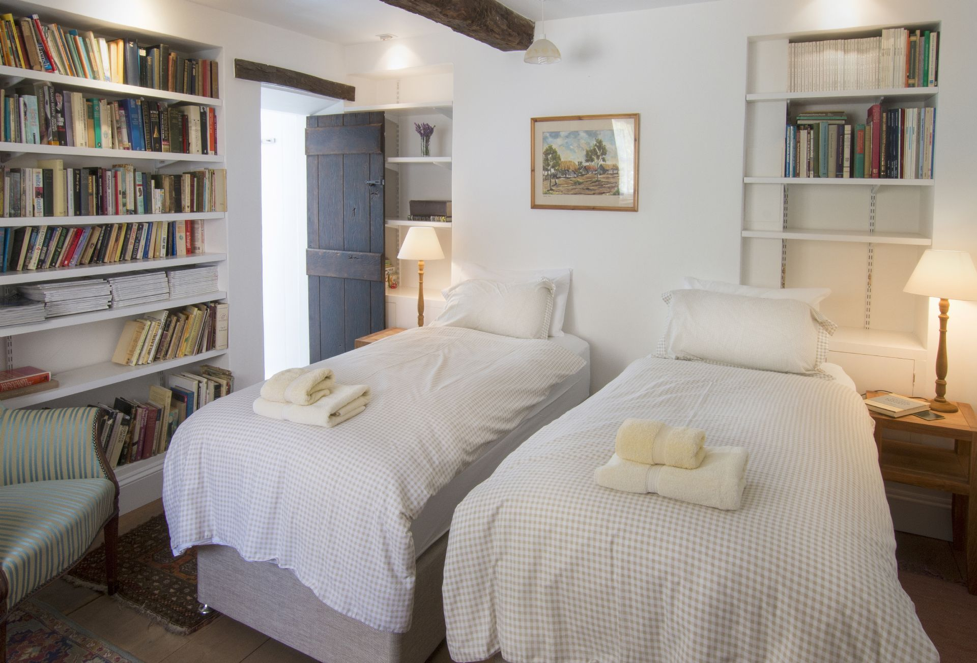 Ground floor: Twin bedroom with 3' beds which can be zipped together to form a 6' bed