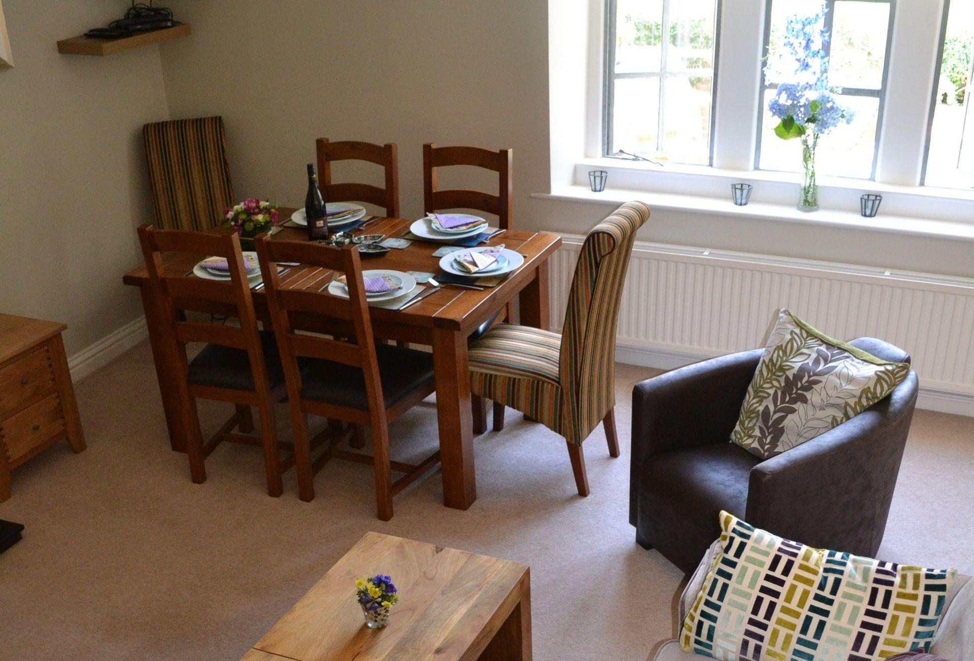 Ground floor:  Open-plan sitting/dining room