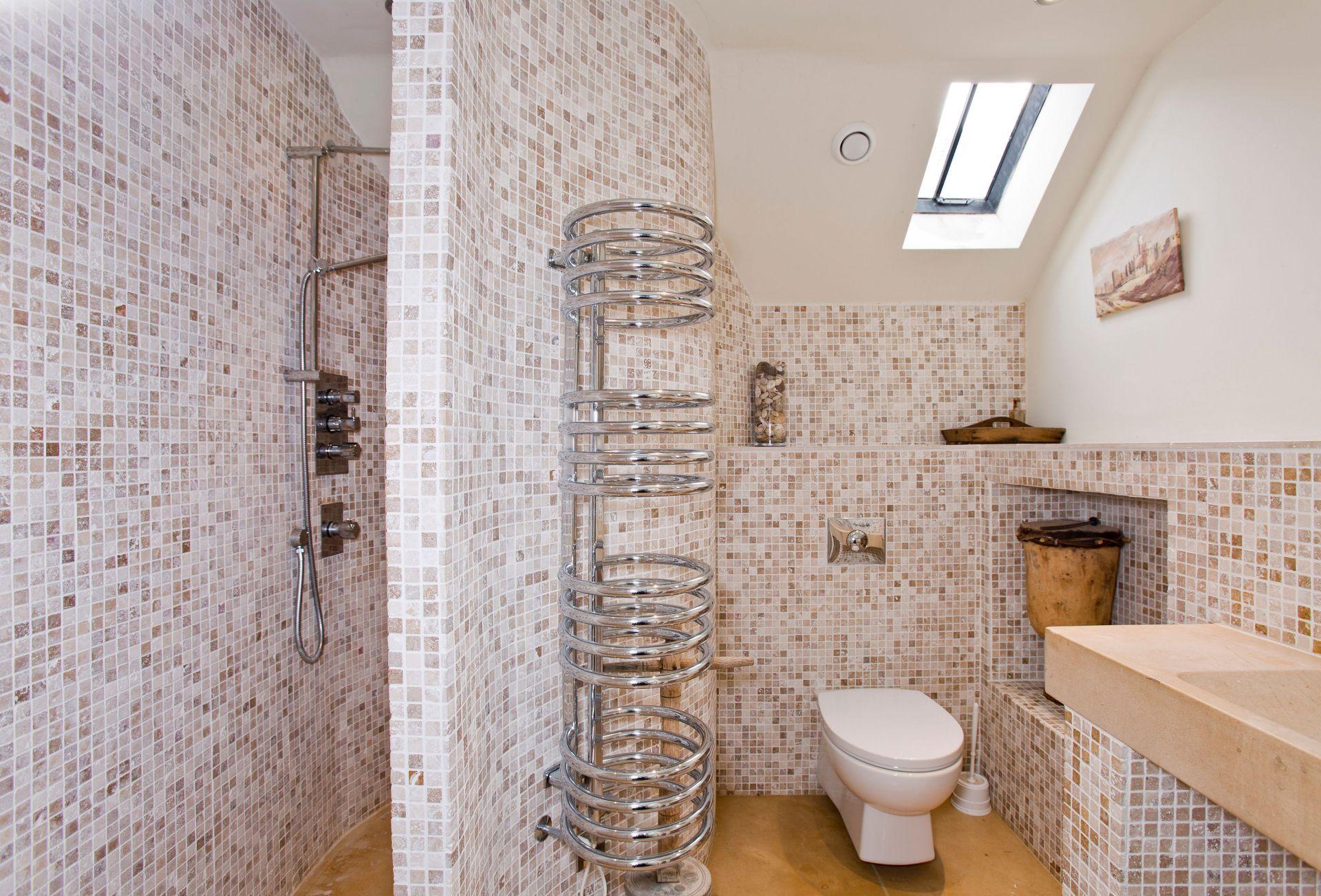First floor:  Modern en-suite shower room