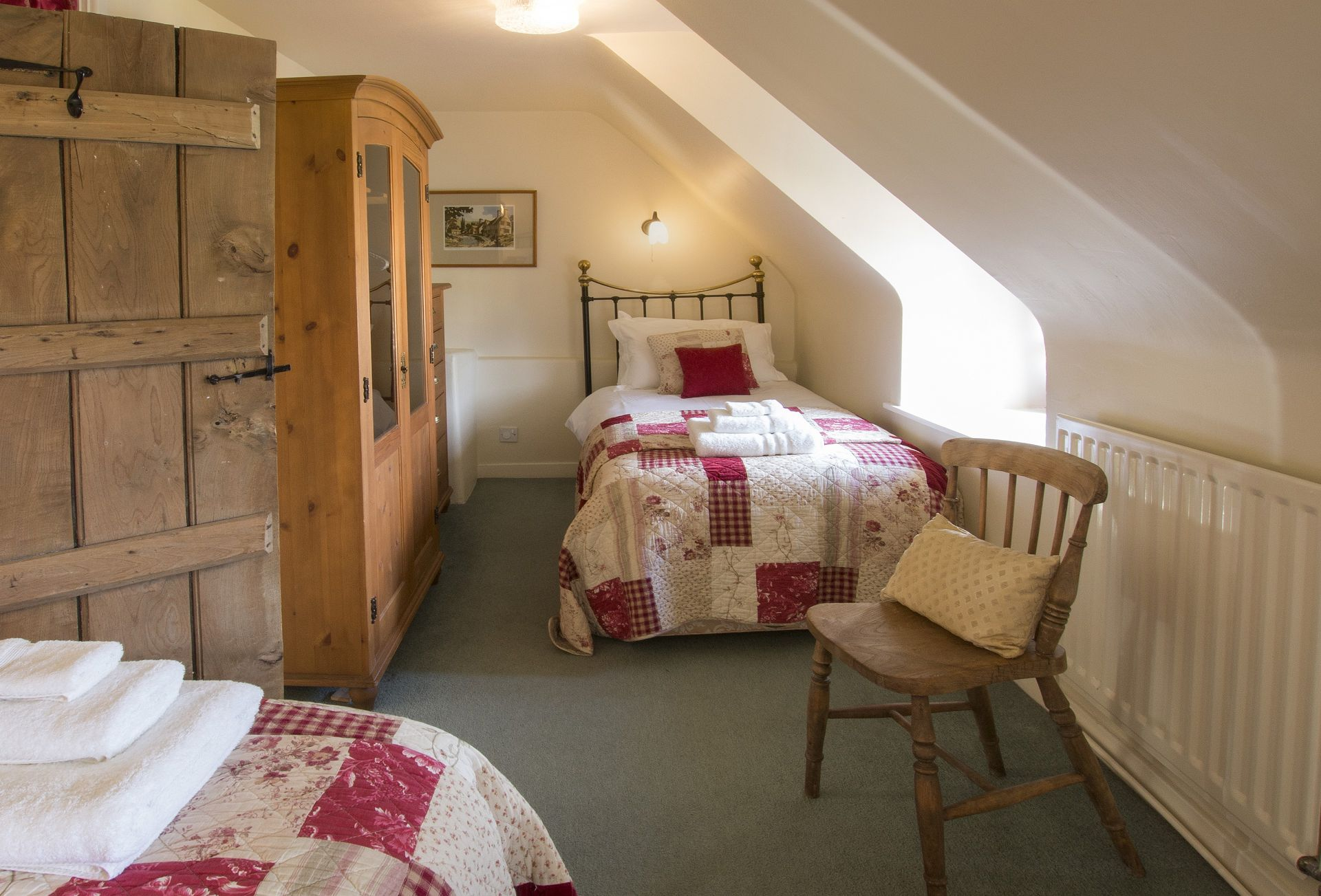First floor:  Twin bedroom with 2' 5 beds
