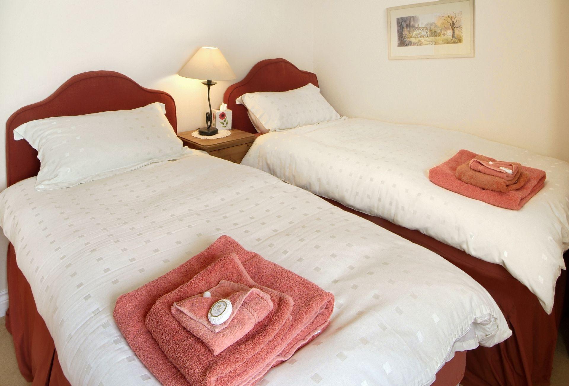 Ground floor: Twin bedroom with 3' beds and en-suite bathroom and wc