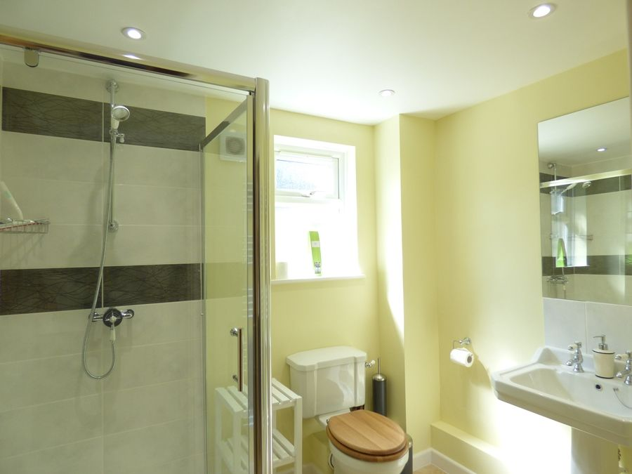 Beehive Cottage | Shower room