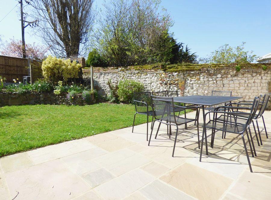 Beehive Cottage | Garden