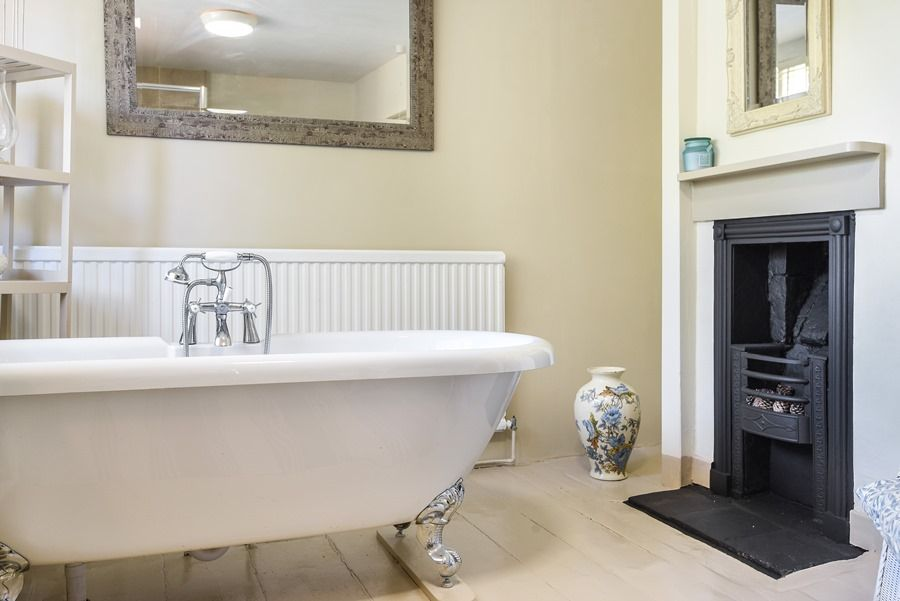 Holland House with Barn | En-suite bath