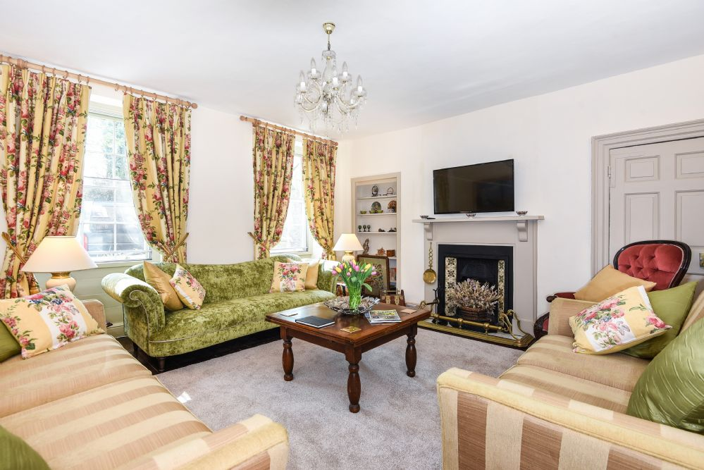 Holland House 5 bedrooms | Sitting room