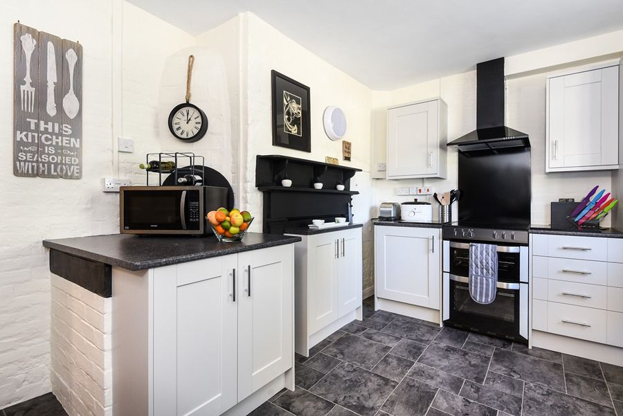 Holland House 3 bedrooms | Kitchen