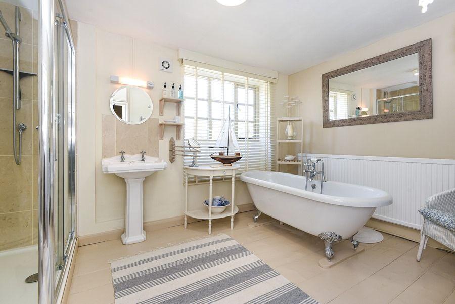 Holland House 3 bedrooms | En-suite bathroom