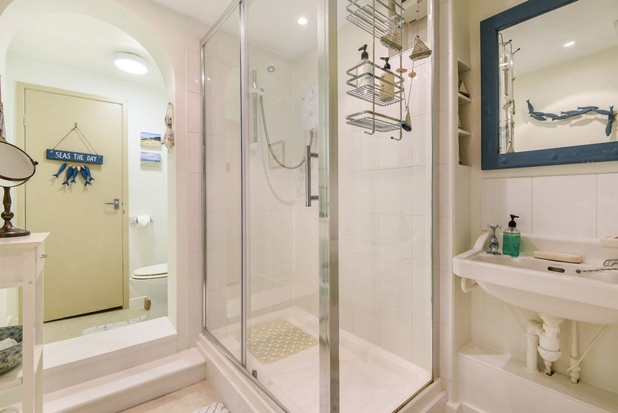 Holland House 3 bedrooms | Shower room