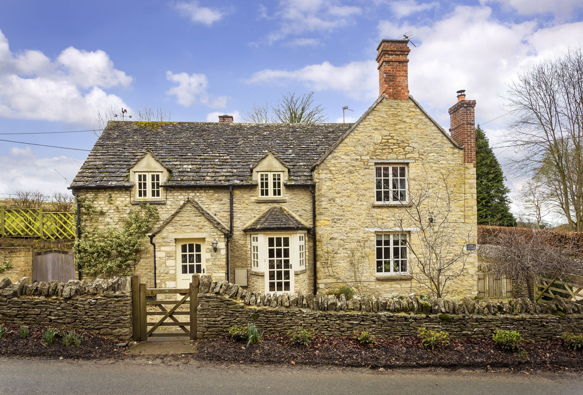 Hope Cottage is set on the edge of Quenington in the Coln Valley and just a few miles from Bibury amidst rolling countryside