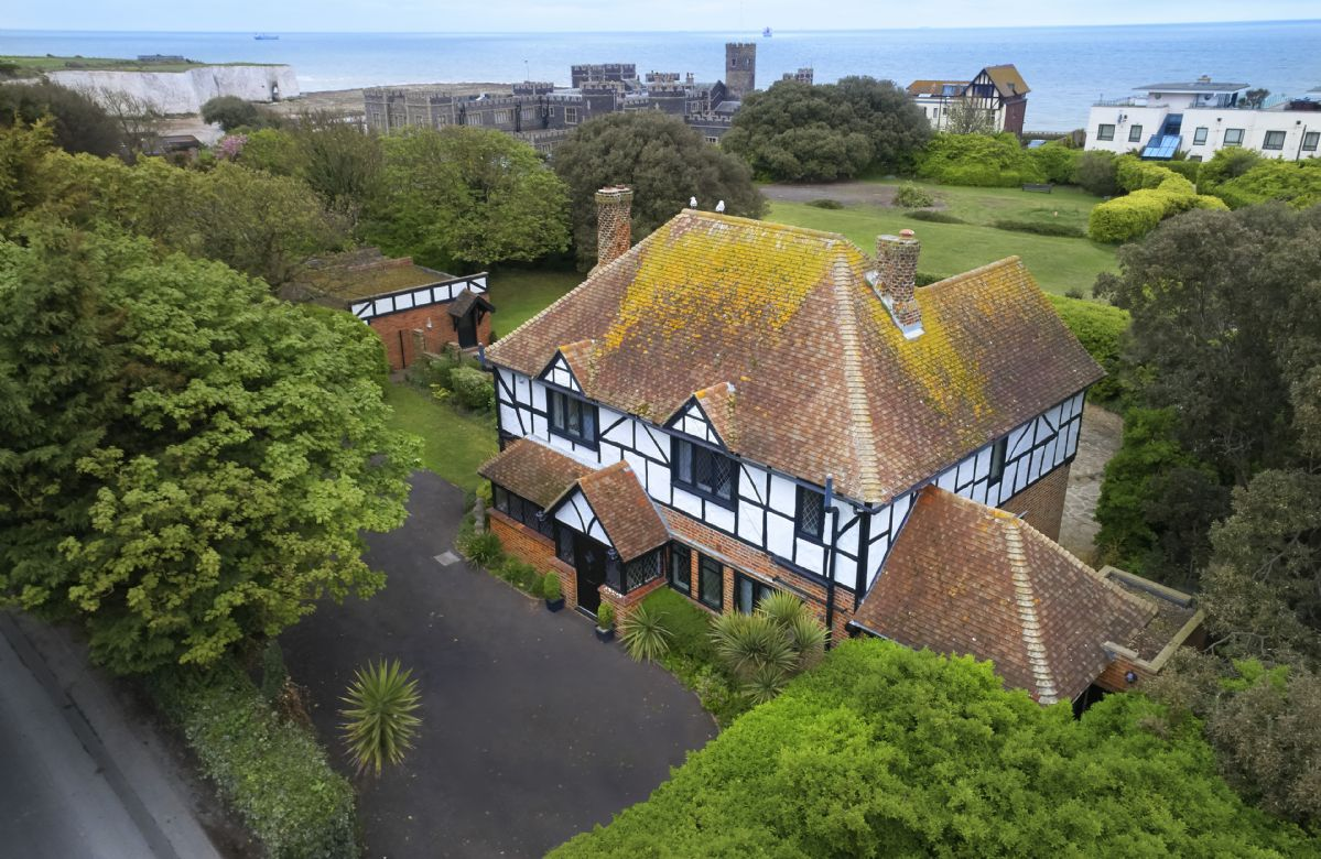 Lauriston is a stunning Edwardian home on the Kent coastline