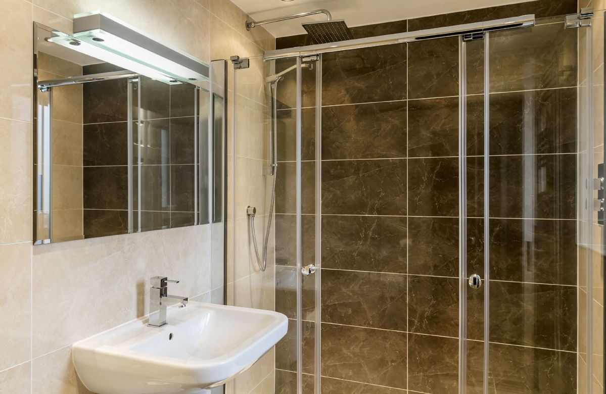 Ground floor: Master bedroom's en-suite shower room