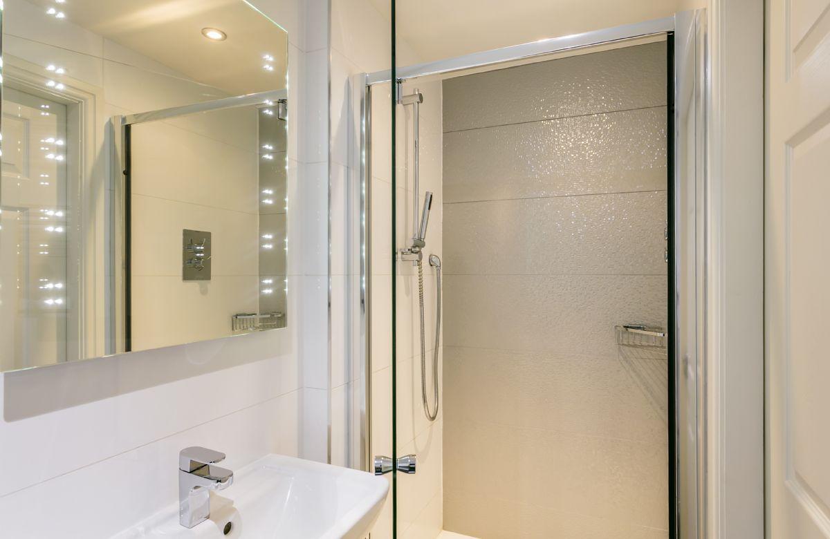 Second floor: En-suite shower room