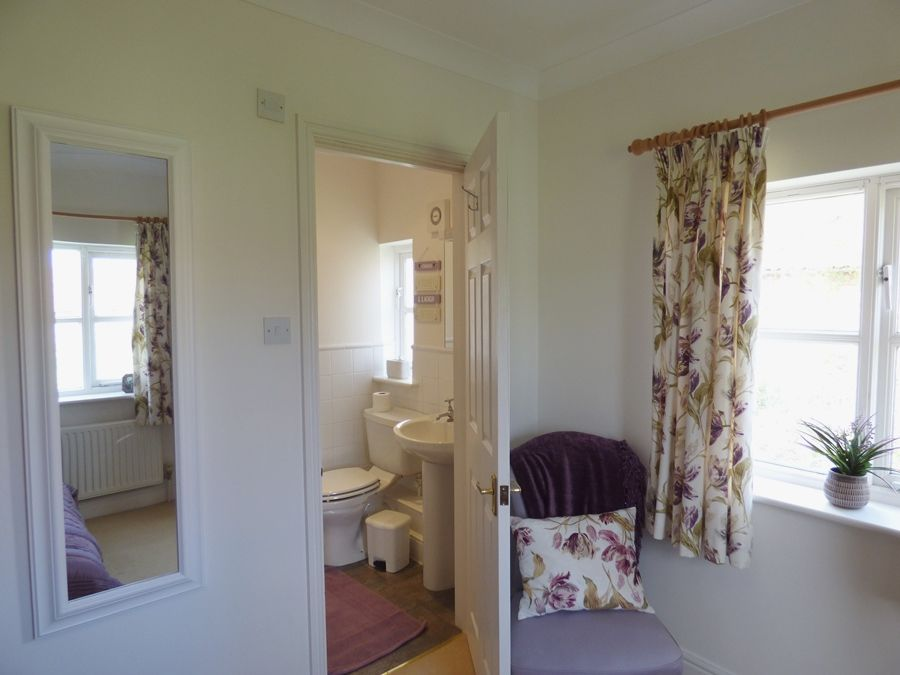 Ethelbert House | Bedroom 1 en-suite
