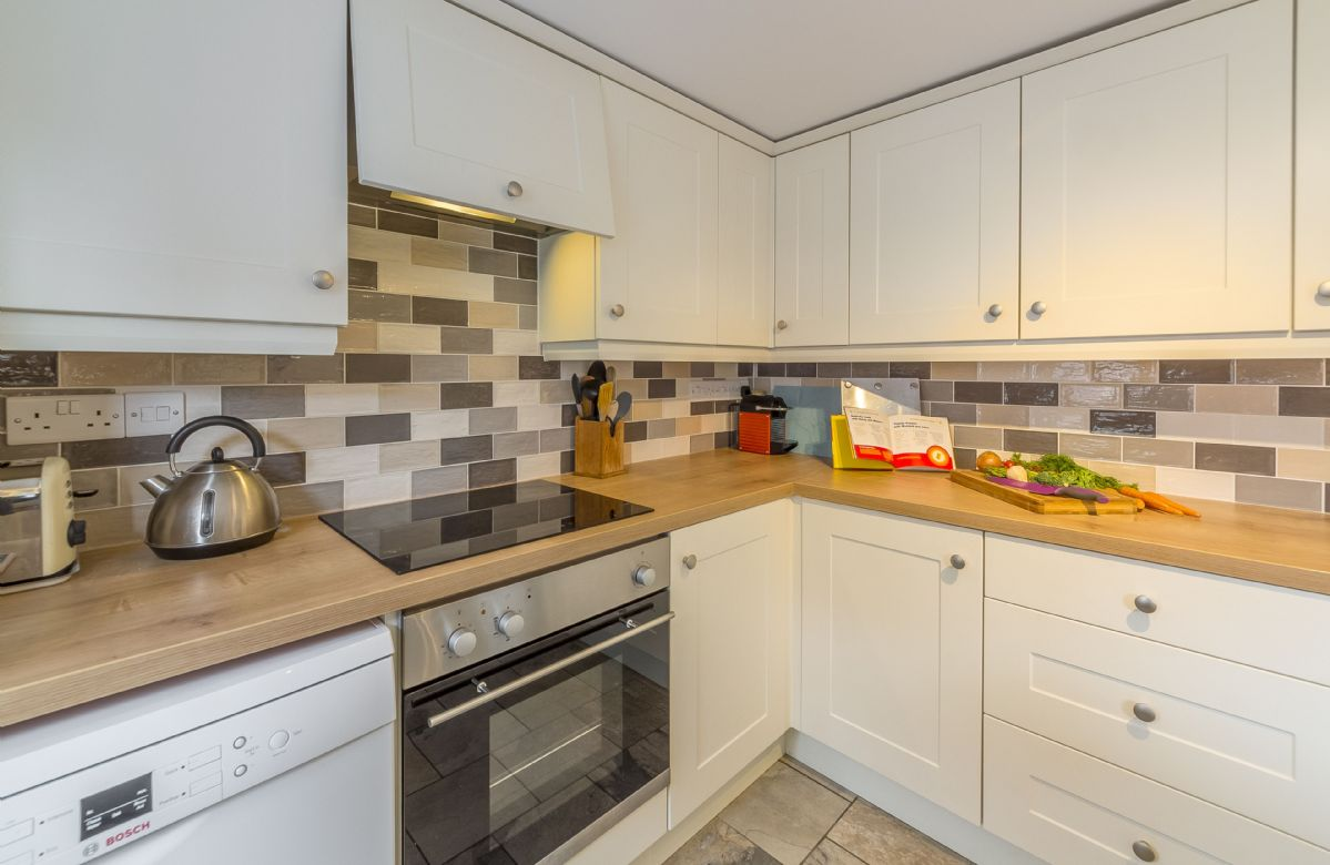 Ground floor: Well-equipped kitchen
