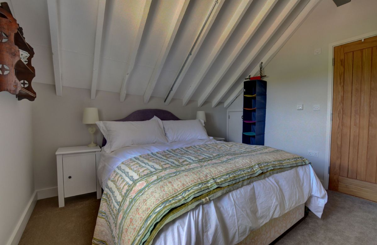 The Buttery: Mezzanine first floor with 4'6 double bed and en-suite shower room