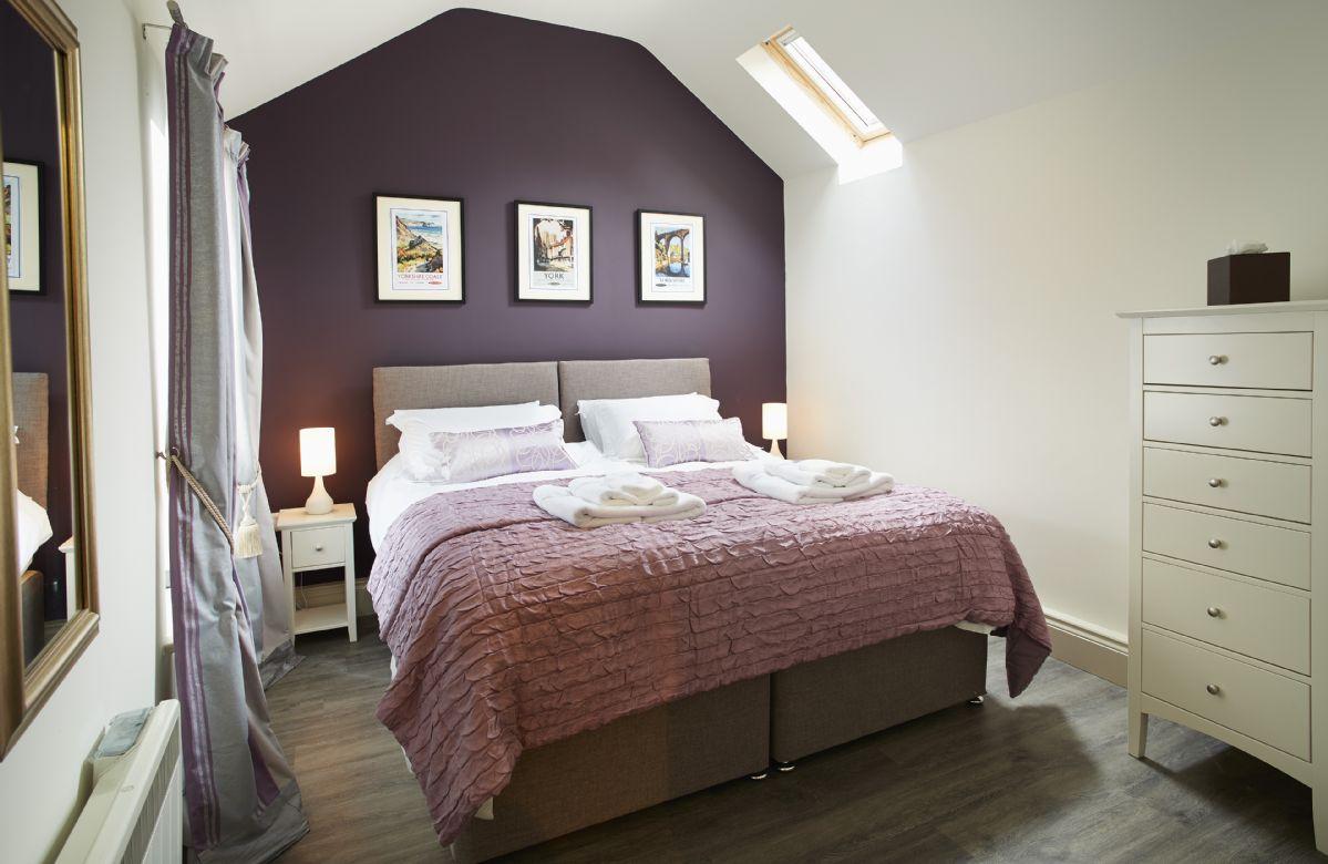 Ground floor: Master bedroom with 6' zip and link bed