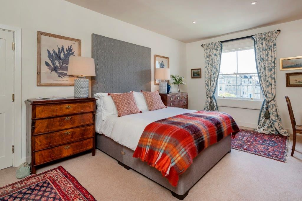 Master bedroom with 5' king size bed