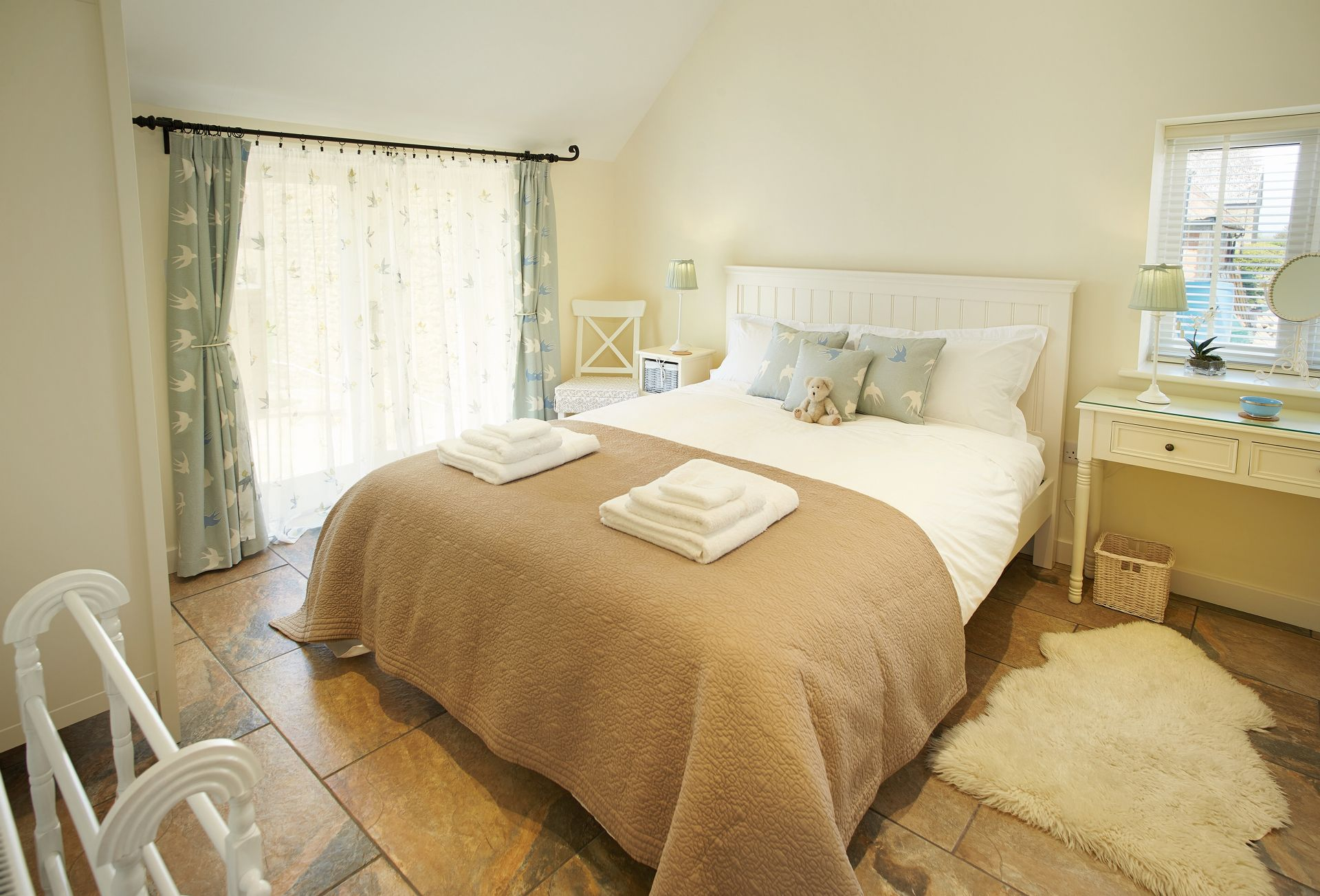 Double bedroom with 6' king size bed