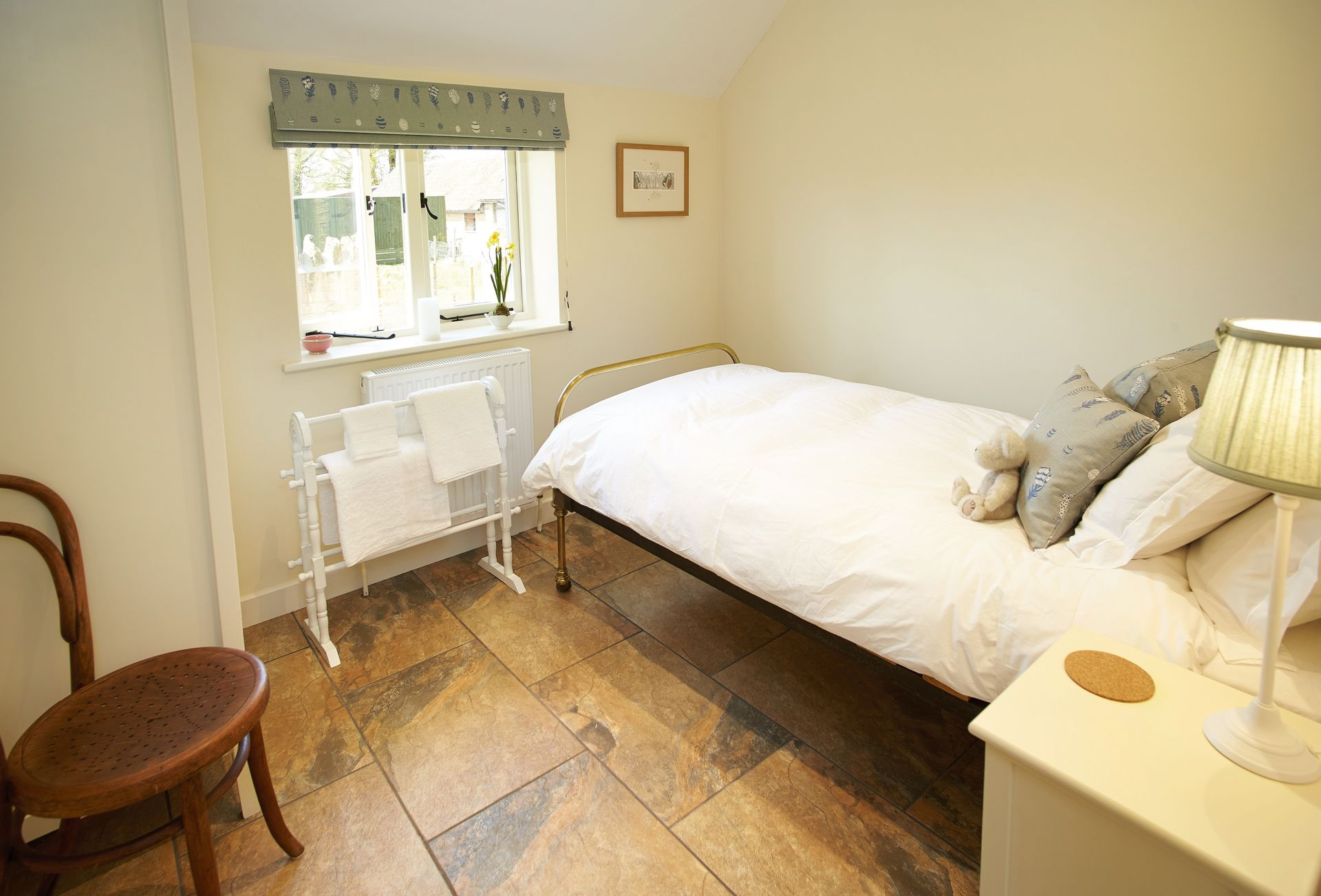 Single bedroom with 3' bed