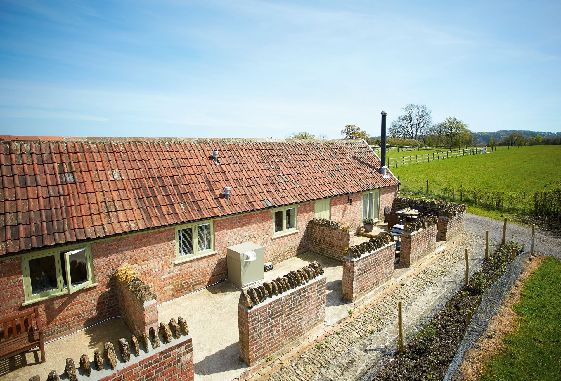 Downclose Piggeries is a delightful single story dwelling located along a quiet country lane