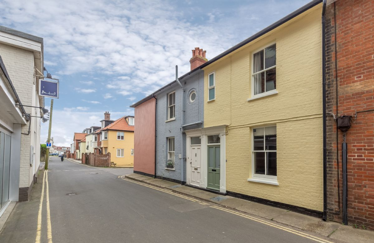 7 Brudenell street is just 2 minutes walk from Aldeburgh Beach and High street