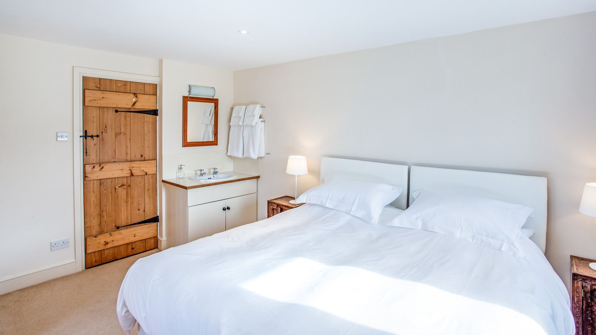 Moonlight Barn Bedroom - StayCotswold