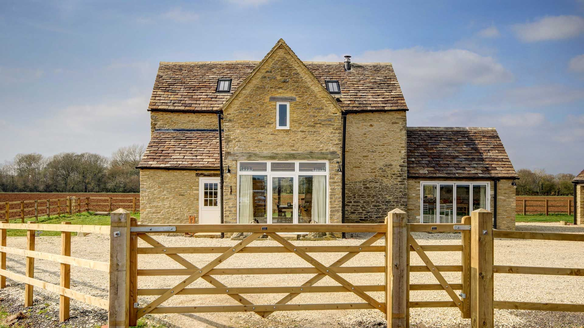 Jimmy's Barn Frontage - StayCotswold