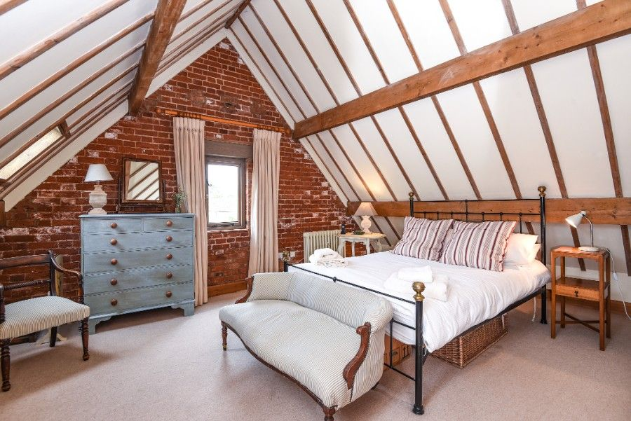 The Cart Shed   Bedroom 1