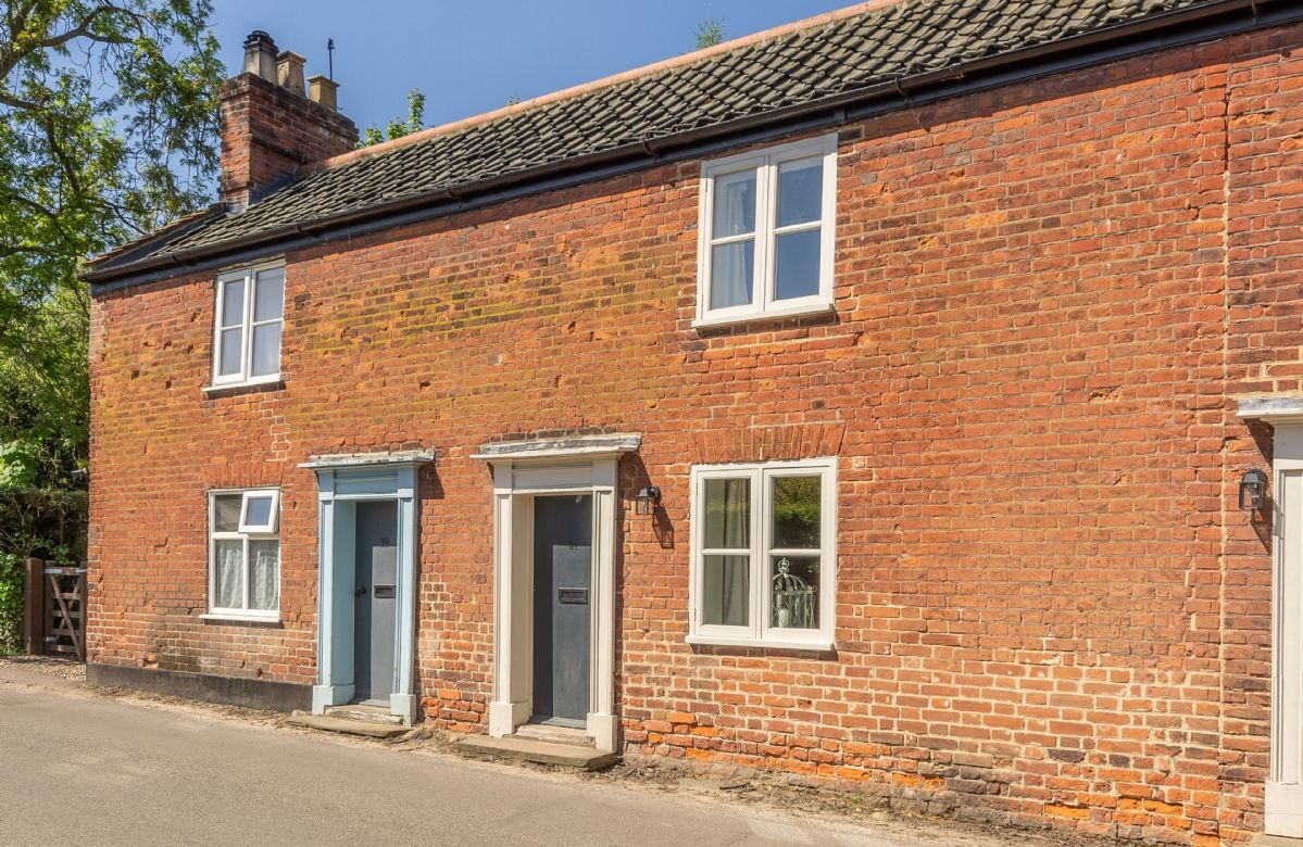 Bridge Cottage is the middle cottage in this delightful row of former Mill Workers' cottages