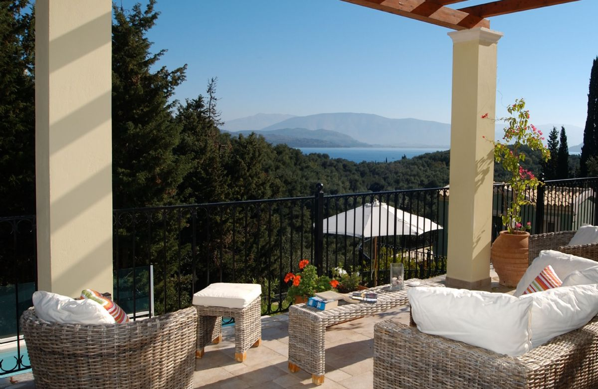 Private infinity pool and extensive terrace area