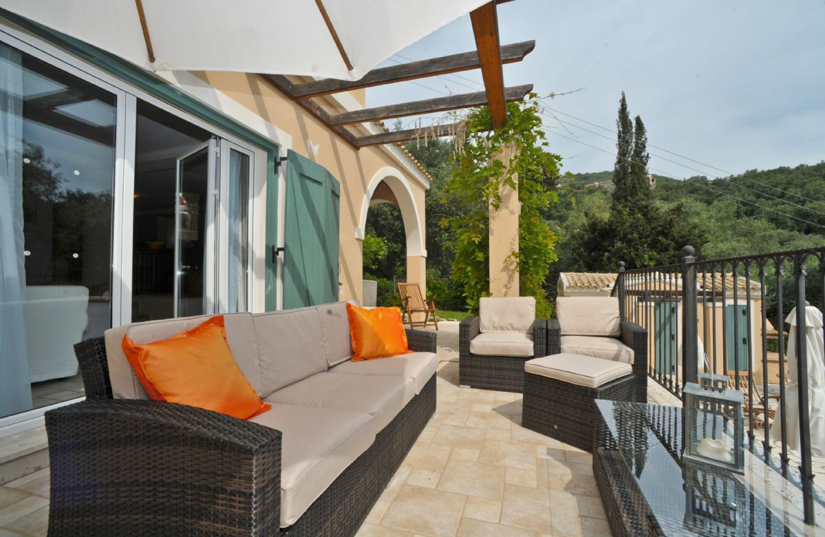 Terrace with views on to the surrounding olive groves