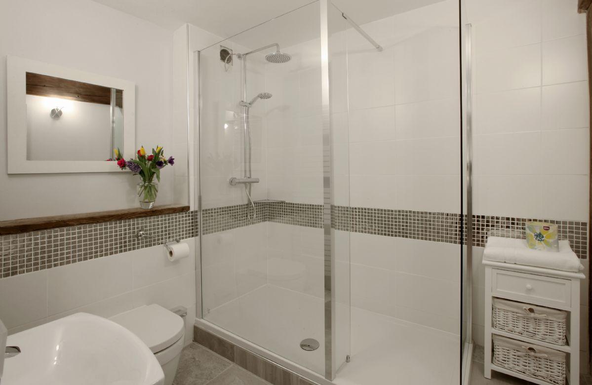 First floor: Shower room