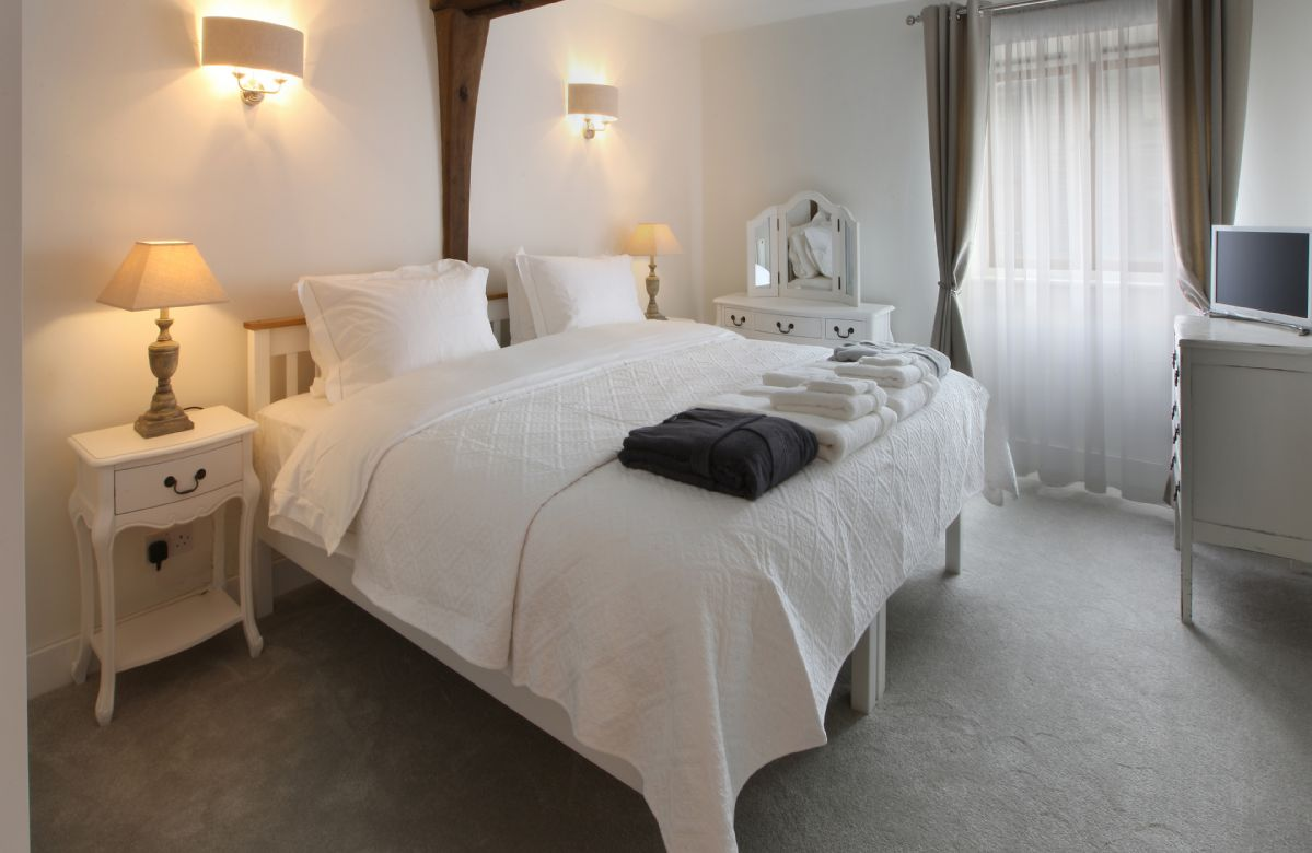 First floor: Large bedroom suite with 6' 6 bed