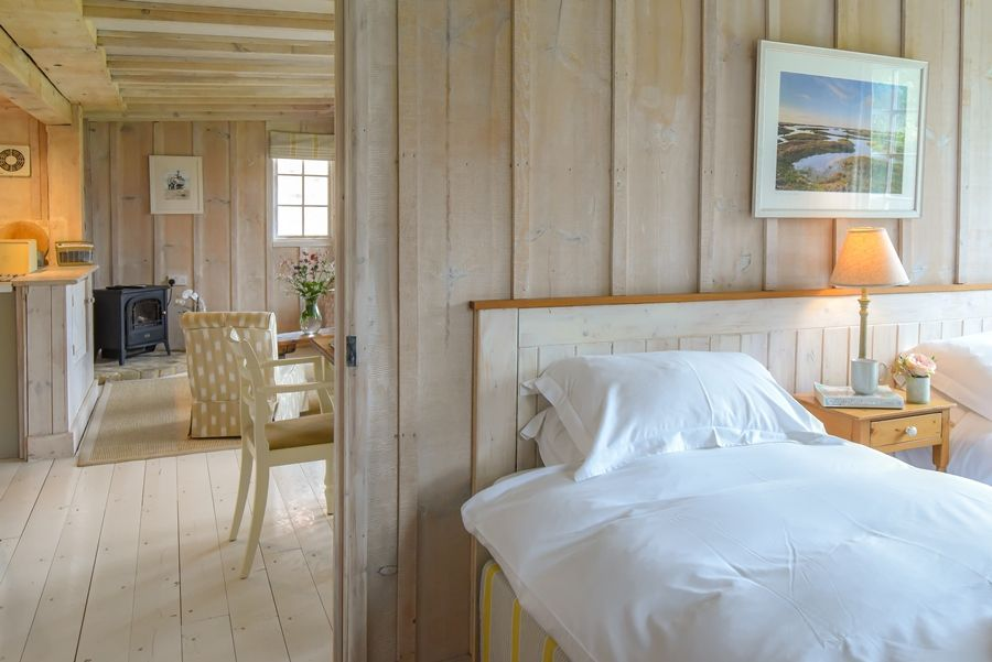 Flagstaff Garden House   Bedroom thro to living