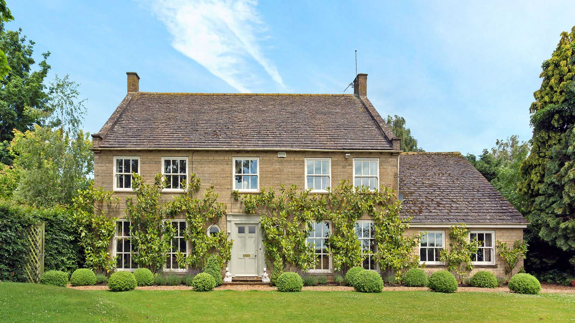 Warren House Frontage - StayCotswold