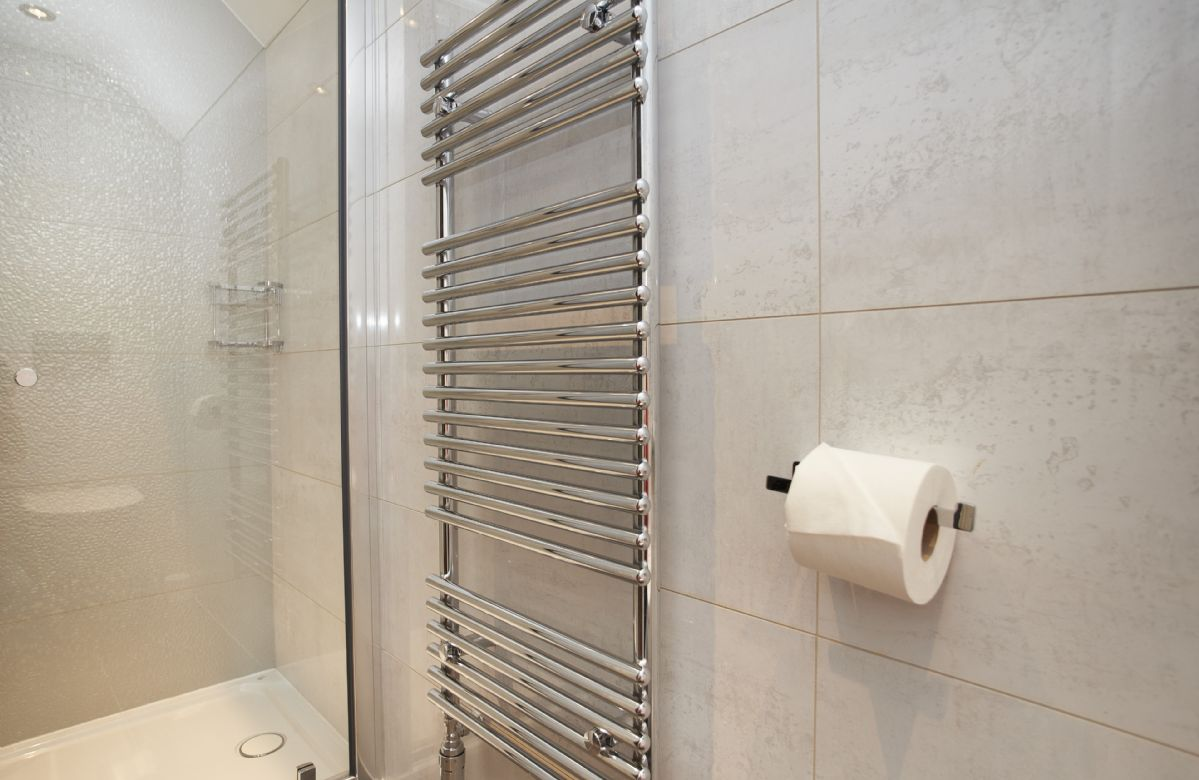 Mezzanine floor: Shower room