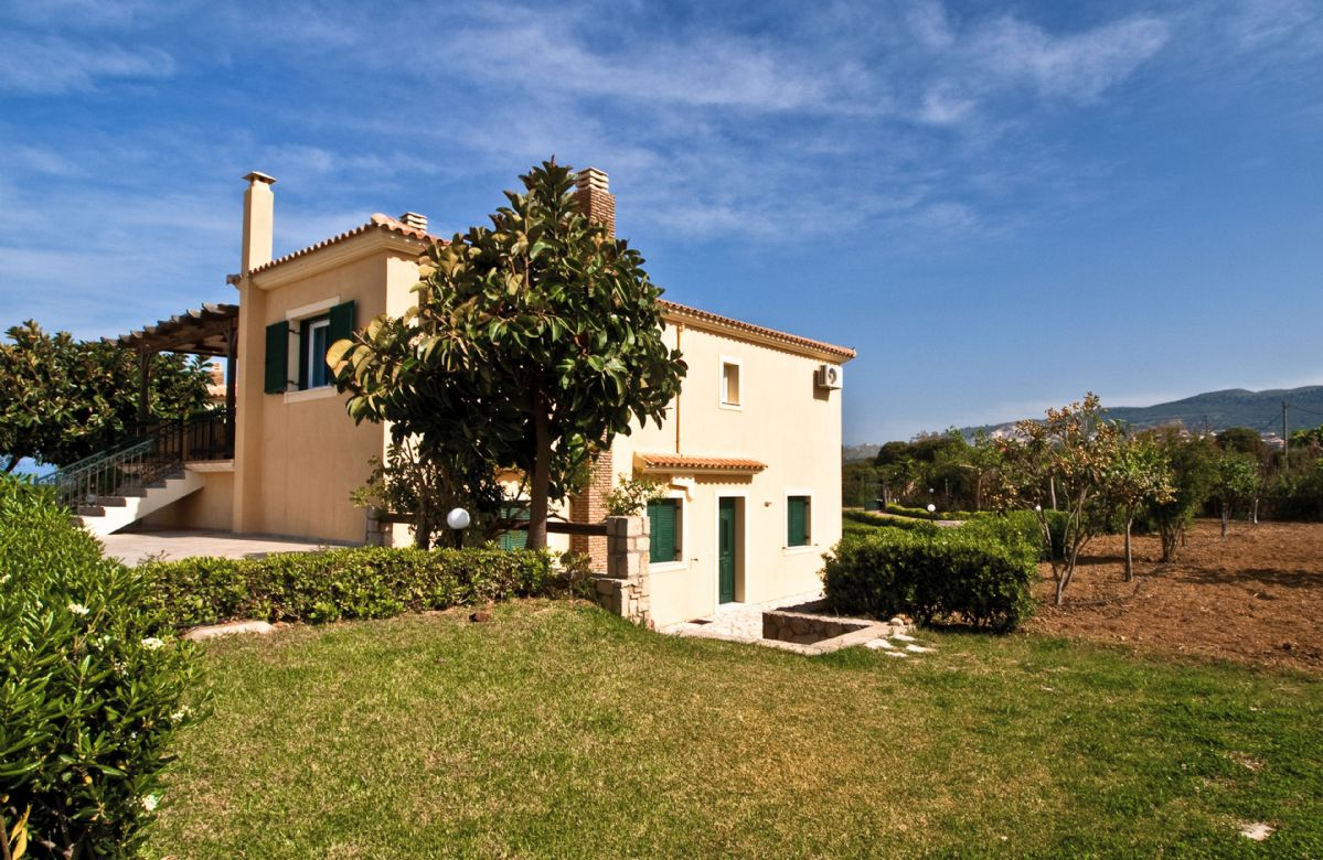 The villa is located around 1.4km from the sandy beaches of Minia and Ames