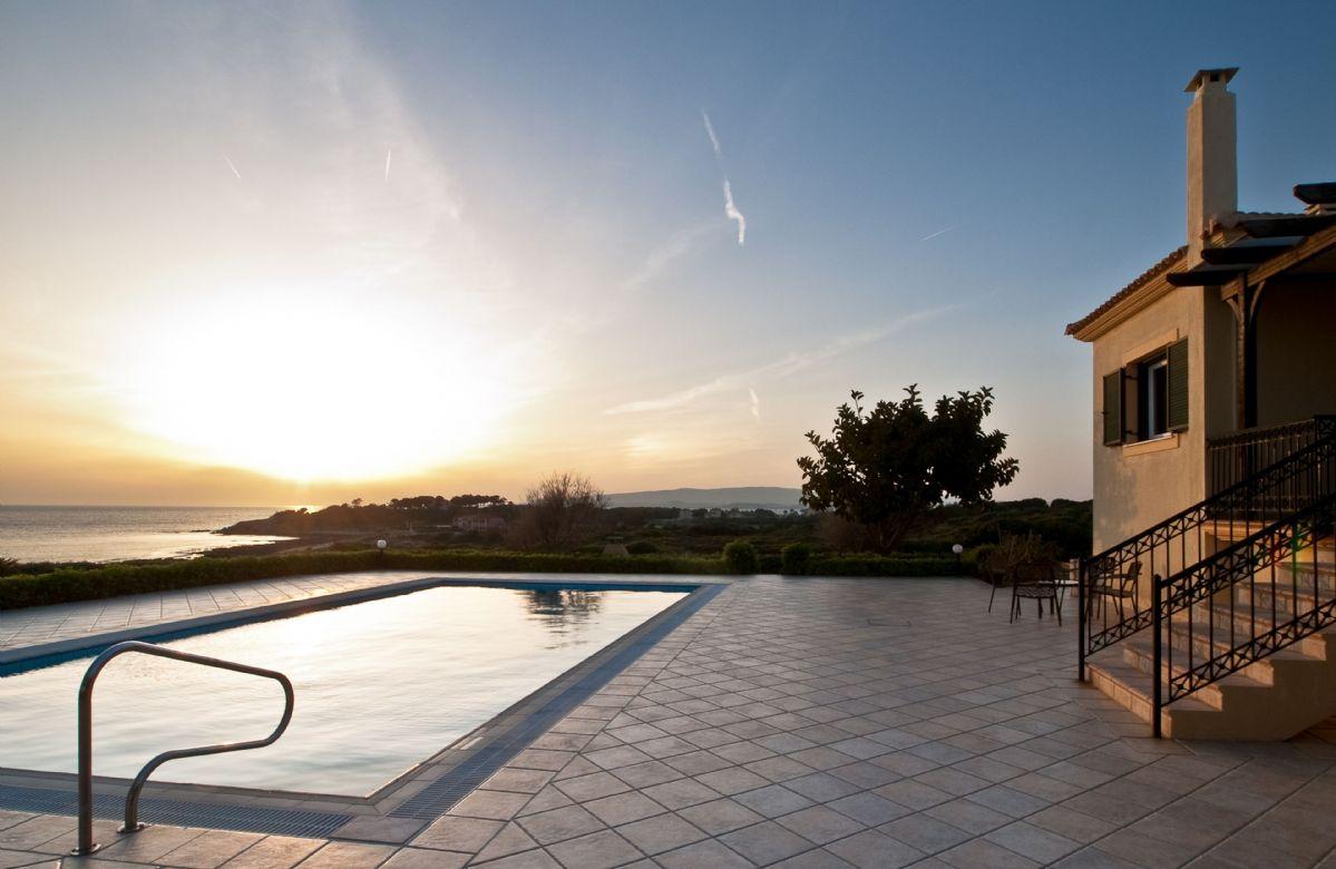 Villa Tramonto has lovely uninterrupted sunset views