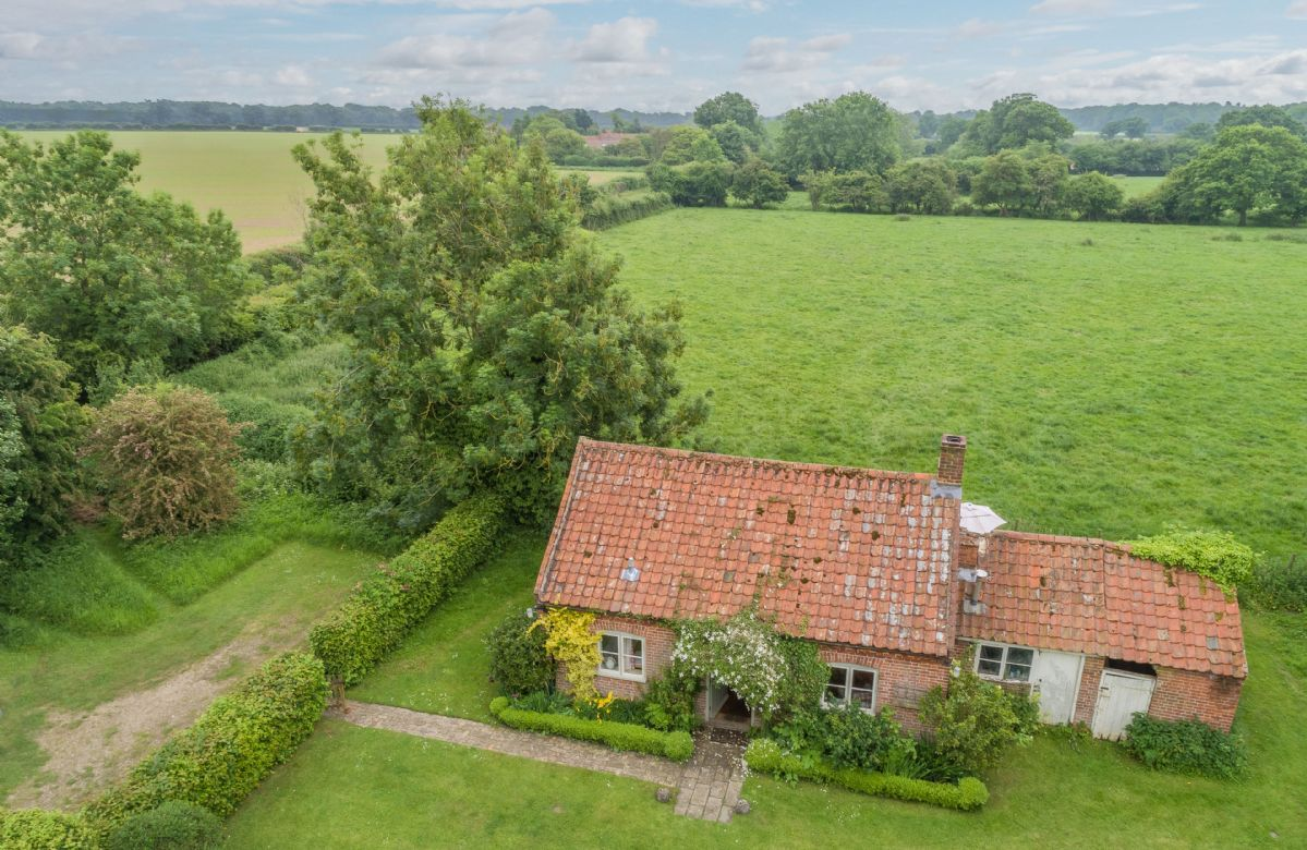 Acorn Cottage is surrounded by scenic countryside