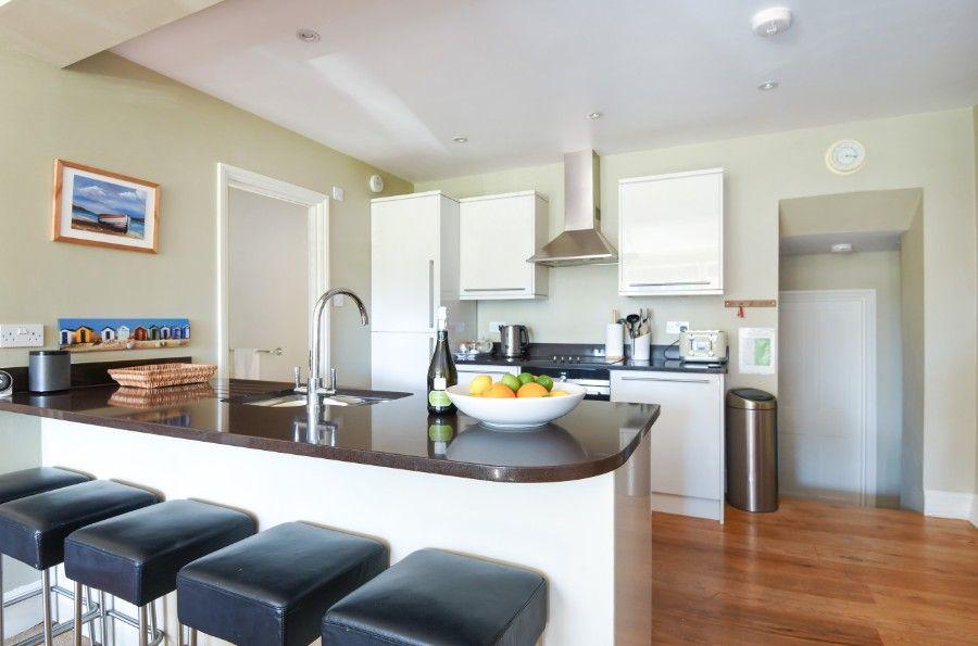 3 Monteagle   Open plan kitchen sitting area