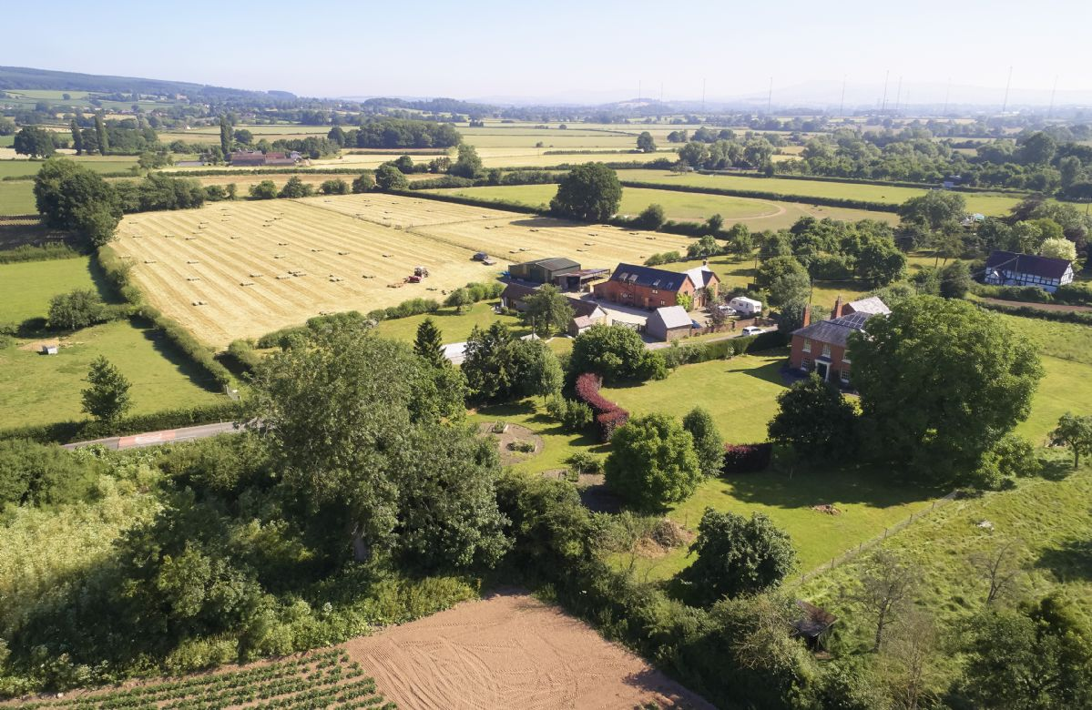 Pear Tree Cottage is situated within the beautiful North Herefordshire countryside.