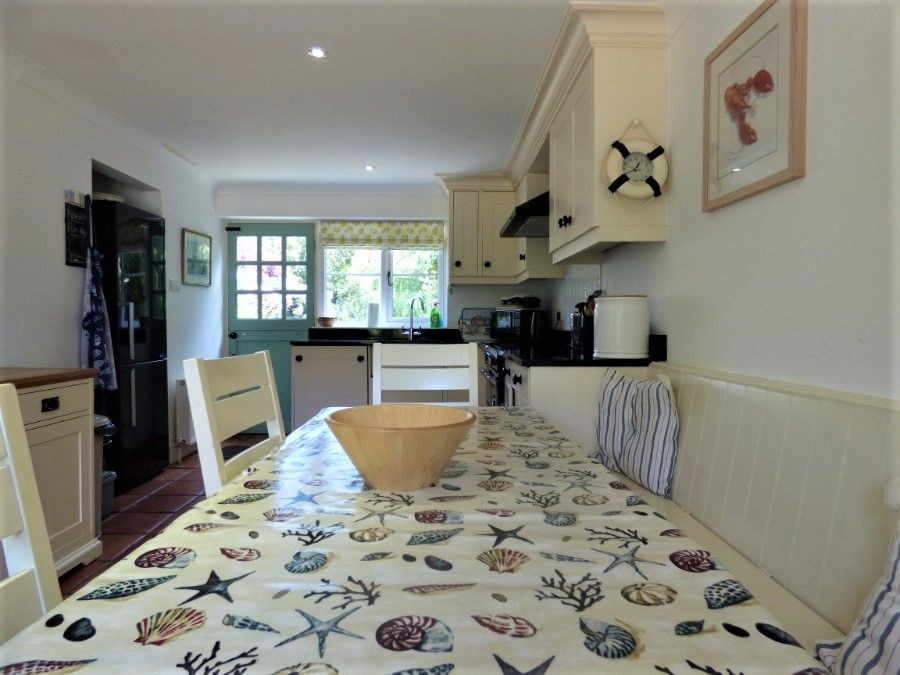 2 Hunts Cottages | Dining table